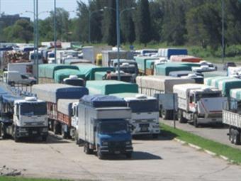 Camioneros denuncian pérdidas por 20.000 millones de pesos por paro en el Catatumbo