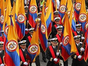 Con un desfile militar y una revista aérea se celebró en Bogotá el 20 de Julio