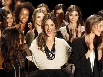 Alessandra Ambrosio mostró la moda Arktect Éxito, con prendas que salen hoy al mercado