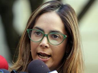 Policía retira a manifestantes que impedían salida de Gina Parody del SENA en Manizales