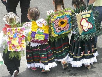 Desfile de silleteritos de la floresta contar con la for Silletas para ninos