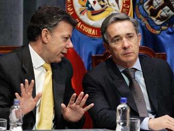 """Santos dice que no le gustan los """"twitter mentirosos"""" en respuesta a Uribe"""