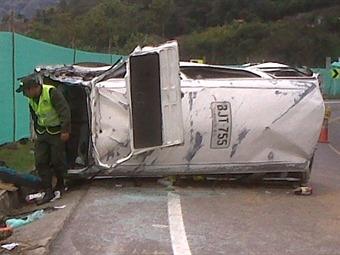 Un menor muerto y 5 hospitalizados por accidente de ruta escolar en la vía Bogotá-Honda