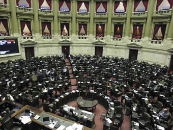 Kirchnerismo sufre dura derrota en comicios legislativos en Argentina