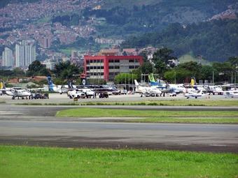 Cierran durante una hora el aeropuerto Olaya Herrera de Medellín