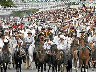 La cabalgata, evento central del segundo día de la Feria de Cali