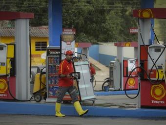 Desde la medianoche fue reajustado el precio de los combustibles