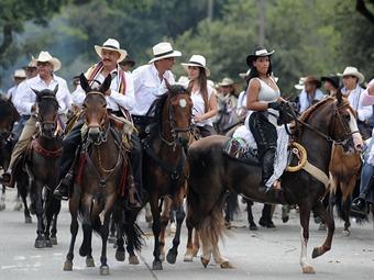 La cabalgata llega a la Feria de Manizales