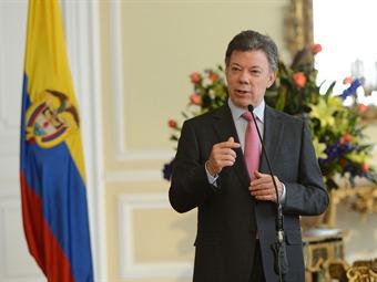 Presidente Santos debe cumplir inmediatamente destitución de Petro