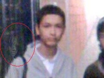 Un supuesto fantasma quedó registrado en una foto en colegio de Armenia