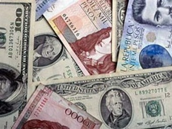Dólar tocó la barrera de los 2.060 pesos en el mercado colombiano