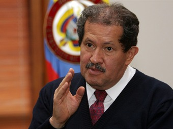 El camino no es construir más cárceles, dice Angelino Garzón