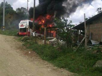 Incineran bus intermunicipal en la vía Medellín – Toledo, en Antioquia