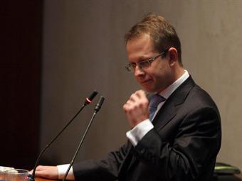 A Interpol se solicitará captura del exministro Arias