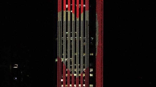 En Bogotá la torre Colpatria rindió homenaje a Chespirito