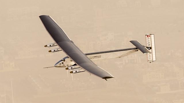 Avión de energía solar comenzó su épica vuelta al mundo