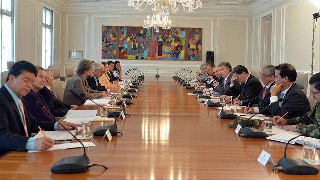 Termina reunión de Santos con Comisión Asesora de Paz