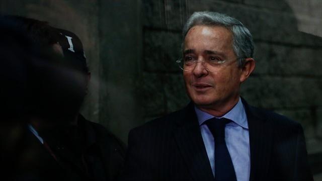 Militares son humillados mientras el Gobierno legitima el terrorismo: Uribe