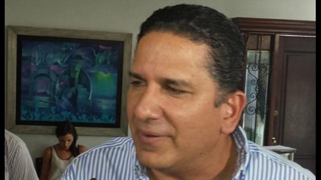 Contraloría embarga sueldo del gobernador de Bolívar
