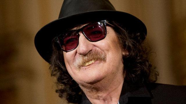 Hospitalizan al rockero argentino Charly García por una afección leve