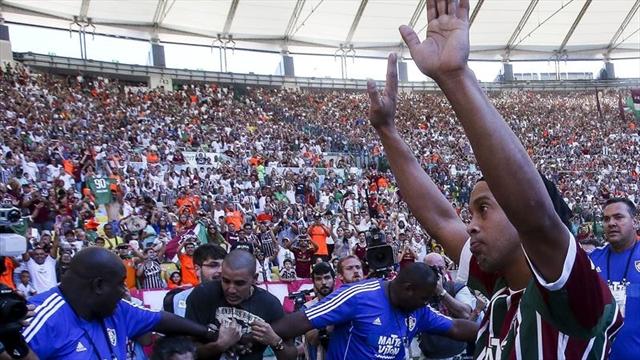 El Vasco frenó al Fluminense y aguó la fiesta para Ronaldinho Gaúcho