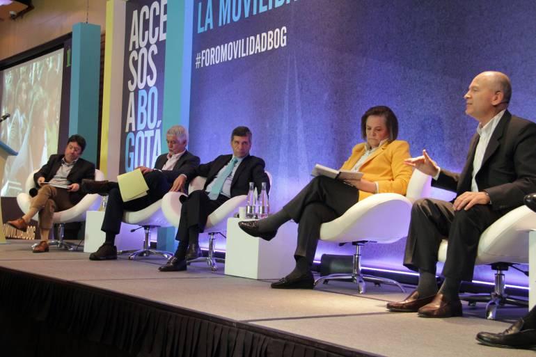 Candidatos a la Alcaldía de Bogotá; de derecha a izquierda: Carlos Vicente de Roux, Clara López, Rafael Pardo, Enrique Peñalosa y Francisco Santos