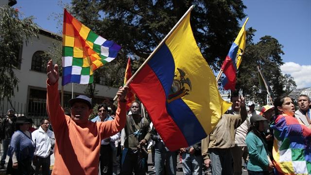 Cinco policías heridos durante protestas contra Correa en Ecuador