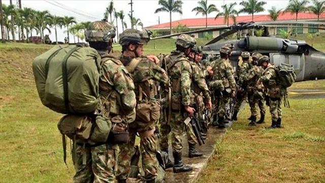 41 militares retirados serán candidatos del uribismo en elecciones