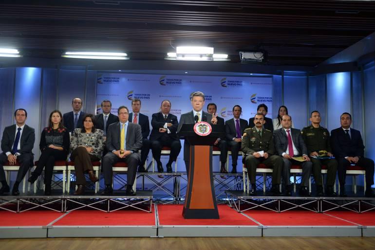 El presidente Juan Manuel Santos al término de la reunión con directivos de compañías de telefonía celular.