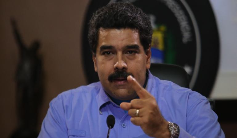Maduro afecta a la población y la economía no a las mafias: analistas