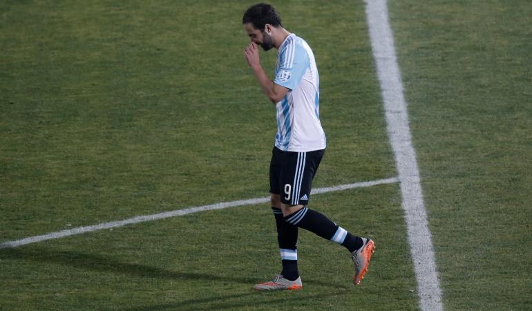 Gonzalo Higuaín no viaja a Estados Unidos y Argentina sufre su sexta baja