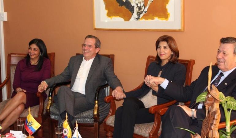 Continúa la reunión de cancilleres de Colombia y Venezuela.