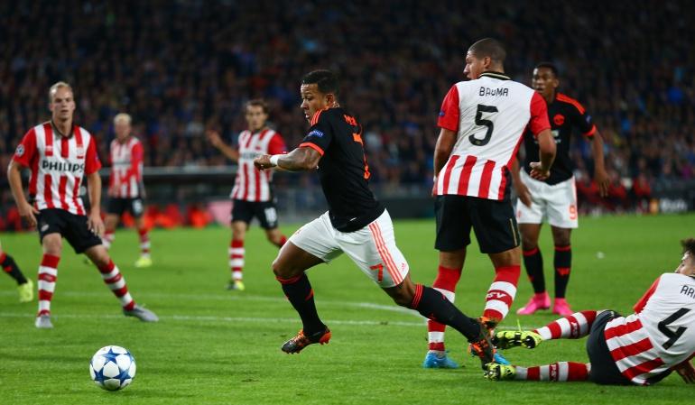 PSV sonroja a un Manchester United decepcionante