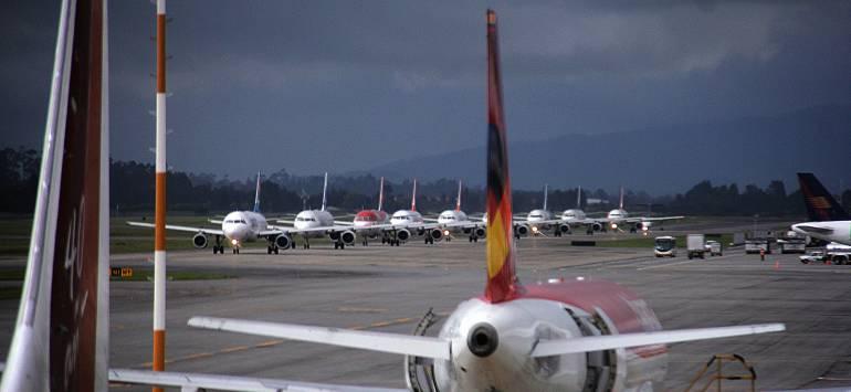Avion no pudo aterrizar Avianca Aeropuerto La Nubia: Vuelo de Avianca no pudo aterrizar en Manizales porque el controlador estaba desayunando