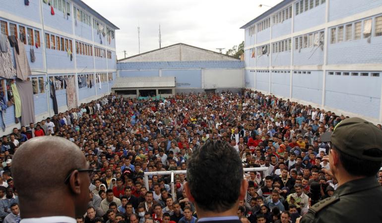 """""""El hacinamiento carcelario en Colombia supera el 55%, una cifra sin precedentes en la historia"""", dijo el defensor del Pueblo, Jorge Armando Otálora."""