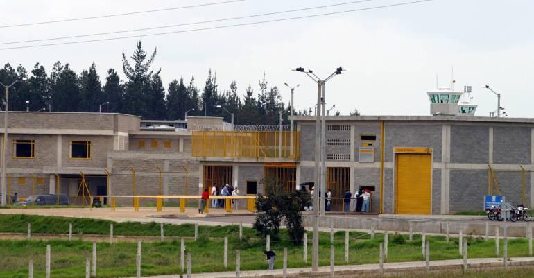 Ordenan al INPEC retirar bloqueadores de señal de celular de la cárcel de Cómbita en Boyacá: Ordenan al INPEC retirar bloqueadores de señal de celular de la cárcel de Cómbita en Boyacá