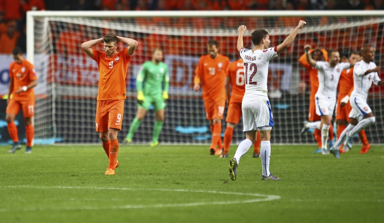 Holanda culmina su fracaso; Turquía y Croacia, directas a la Eurocopa