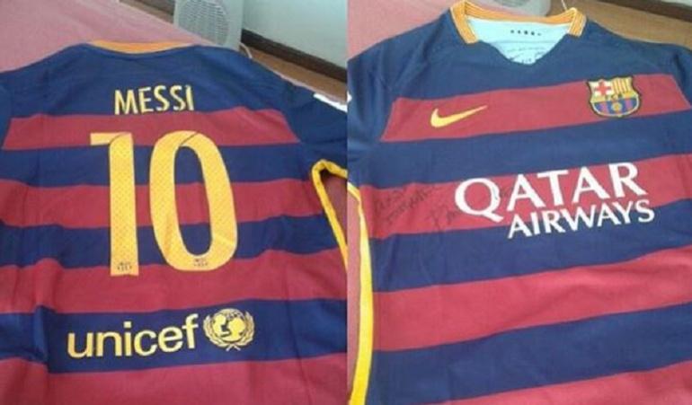 Messi envía una camiseta autografiada a Ham, el juvenil lesionado por Tévez