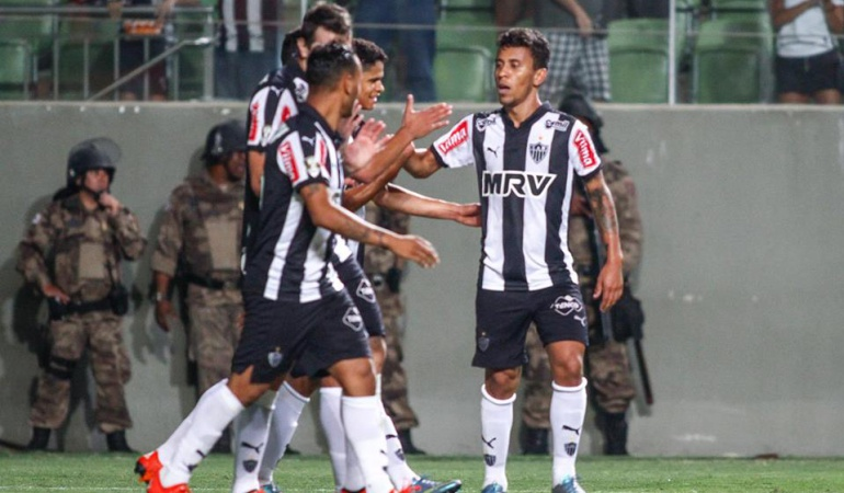 Mineiro busca recortar más distancia al líder Corinthians