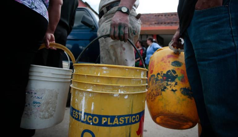 Colombianos, a ahorra agua por presencia del fenómeno de El Niño: Minminas