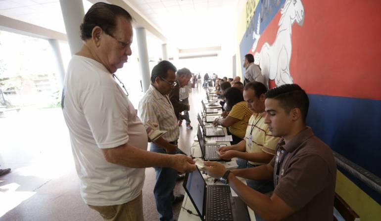 Fotografía cedida por la Agencia Venezolana de Noticias (AVN) de un simulacro electoral en Caracas (Venezuela).