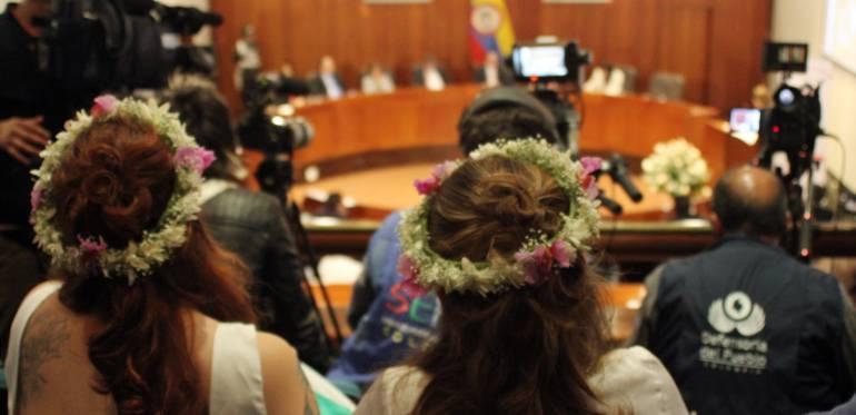 Adopción en parejas de mismo sexo Corte Constitucional Fundación Marido y Mujer: Buscan tumbar ponencia frente a la adopción en parejas de mismo sexo