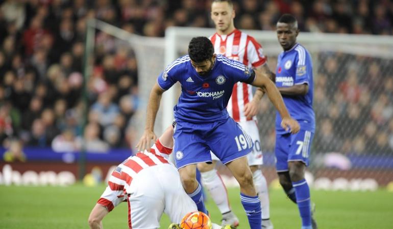 Stoke firma el desplome del Chelsea y complica el futuro de Mourinho