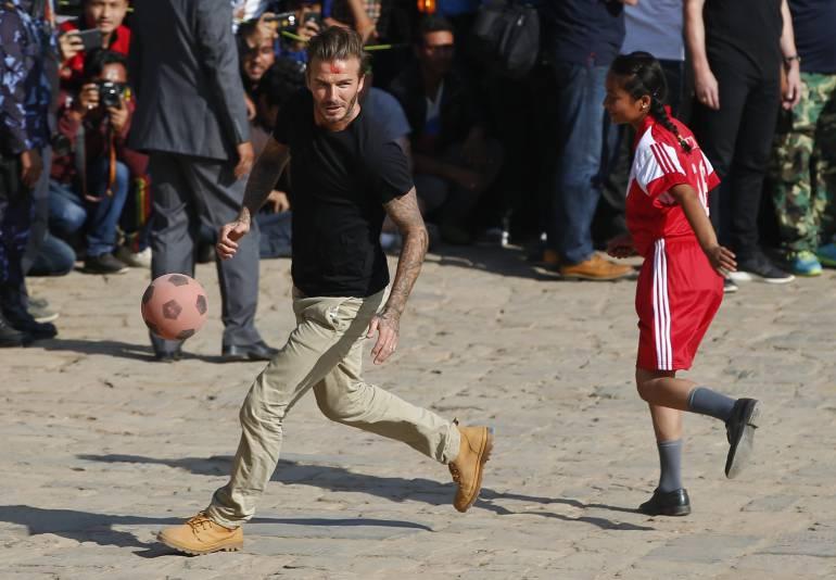 David Beckham en una de sus visitas humanitarias, esta vez en Nepal.