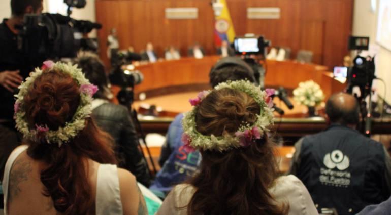 Adopción entre parejas del mismo sexo Corte Constitucional: Estudian posibilidad de que niños puedan ser registrados con dos mamás y dos papá