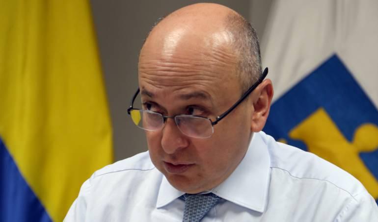 Fiscal quiere controlar bases de datos de 32 entidades del Estado