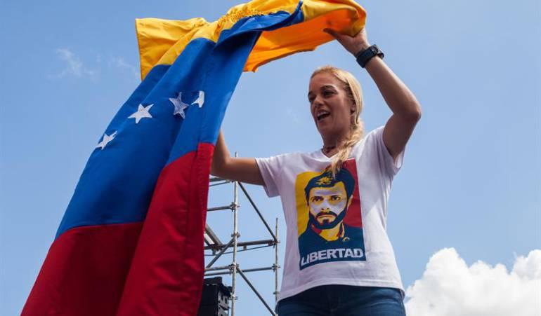 Tintori y otras mujeres de la oposición venezolan protestan en el vaticano: Lilian Tintori, Antonieta Mendoza y Mitzy Ledezma se encadenan en el Vaticano