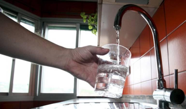 Empresas de servicios públicos deben suministrar mínimo de agua potable