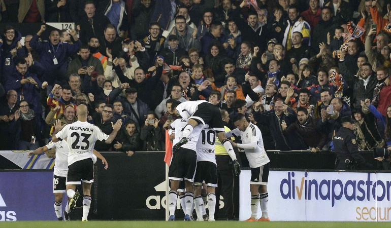Sobre el final Valencia rescató un punto ante el Barcelona, igualaron 1-1