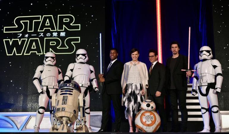 Estreno de Star Wars convoca decenas de personas que acampan en Los Ángeles